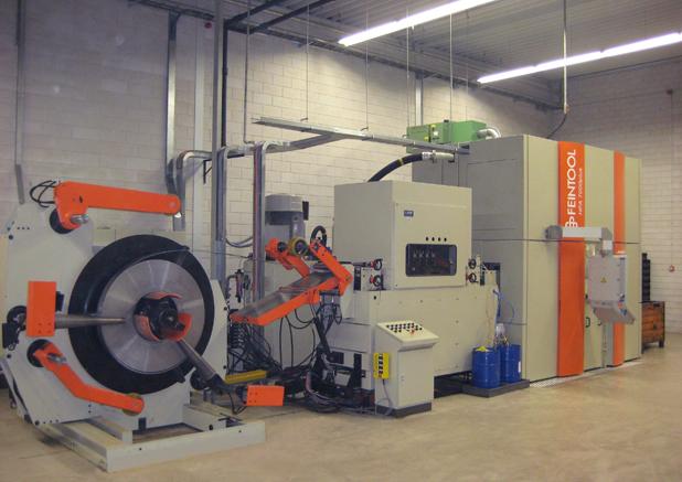 Aanvoer richmachine 400 x 12mm. Fijnstans pers 700t