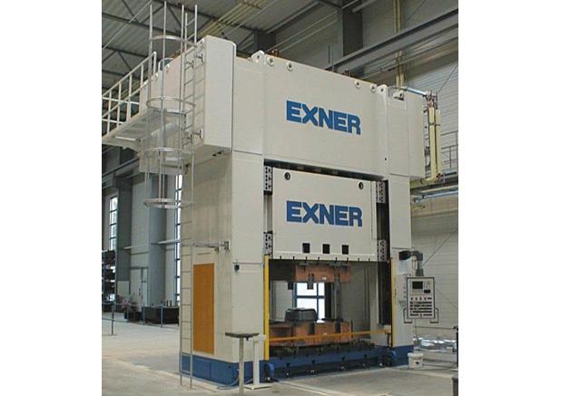 Exner 1000t hydraulische pers voorzien van verwisselbare bedplat